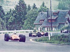 Bruce MacLaren (MacLaren-Ford) 1er du Grand Prix de Belgique - Spa Francorchamps - 1968 - Suivi par Pedro Rodriguez (BRM) 2éme et Jacky Ickx (Ferrari) 3éme Formula 1 HIGH RES photos (Old and New) Facebook