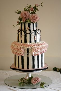 beautiful wedding cakes, gallery of tiered wedding cakes, hamilton Ontario
