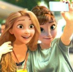 Disney Stars Selfie Fever :-) Rapunzel & Anna
