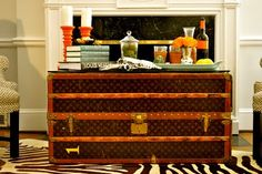 Decorating with Vintage Louis Vuitton luggage and trunks. Louis Vuitton Trunk, Louis Vuitton Luggage, Vintage Louis Vuitton, Lv Luggage, Vintage Trunks, Vintage Suitcases, Vintage Luggage, Trunk Table, A Table