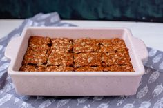 These delicious South African crunchies are vegan and can easily be made gluten-free. They have the perfect crunch and are easy to make with 8 ingredinets. Recipe With Golden Syrup, Crunchie Recipes, Cookie Recipes, Vegan Recipes, Vegan Biscuits, Oatmeal Muffins, South African Recipes, Baking Tins, Biscuit Recipe