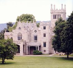 1838 Gothic Revival, Tarrytown, New York. Lyndhurst is one of America's finest Gothic Revival mansion and a remarkable example of the Hudson River's grand and historic estates. Beautiful Castles, Beautiful Buildings, Beautiful Homes, Beautiful Places, Hudson River, Hudson Valley, Lyndhurst Castle, Victorian Style Homes, Victorian Houses