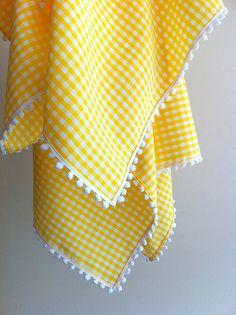 Linda e prática toalha em algodão ou oxford para alegrar sua mesa ou piquenique. O xadrez está disponível em diversas cores e tamanhos. Veja em nosso mostruário. Temos todas as cores de pompom. Este preço refere-se à toalha de 1,5x2m, com acabamento em pompom.