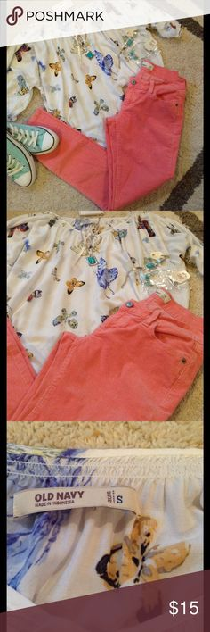 Beautiful butterfly Old Navy blouse Pics describe item. EUC this blouse is beautiful in free flowing. Really fun and easy to dress up! Old Navy Tops Blouses