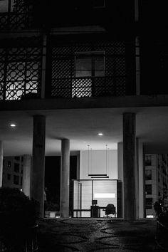 A força da pequena escala,<br>na arquitetura de dois abrigos