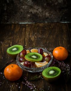 Kiwi, mandarines, grapes...  www.fedigioiaphotography.com Kiwi, Fruit, Vegetables, Photography, Food, Photograph, Fotografie, Essen, Vegetable Recipes