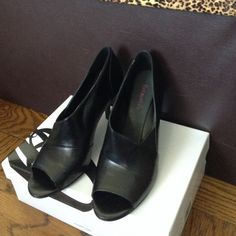 Nine West Black Open Toe Heels Leather Upper Man Made Lining Open Toe Heel. Size 8M. No scratches or damage. Nine West Shoes Heels