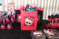 Monster High Birthday Party - Party Hats Goody Bags, and Oreo Pops with Bat Rings. Monster High Birthday, Monster High Party, 9th Birthday, Birthday Parties, Birthday Ideas, Monster High Decorations, Oreo Pops, Spa Party, Party Hats