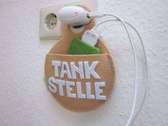 """Handyladestation aus Filz """"Tankstelle"""" als witzige kleine Geschenkidee / felted docking station for your smartphone made by aller-hand via DaWanda.com"""