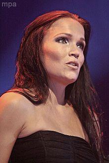 Та́рья Ту́рунен  — финская рок-певица, пианистка, композитор, бывшая вокалистка симфо-метал-группы Nightwish.    Сольное творчество Тарьи отличается сочетанием пауэр-метала и оперного вокала.