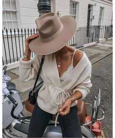 Zulu Rancher in 2020 Fashion Outfits with hats Casual fall outfits Zulu Rancher in 2020 Fashion Outfits with hats Casual fall outfits Outfits With Hats, Casual Fall Outfits, Spring Outfits, Trendy Outfits, Casual Hair, Men Casual, Casual Styles, Classy Outfits, Hijab Fashion