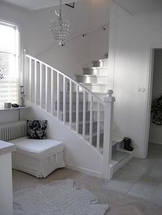 Grey carpet stair runner on white stairs Dark Staircase, White Stairs, Entry Stairs, Staircase Design, Staircase Ideas, Spiral Staircases, Modern Staircase, Hallway Ideas, Stairs