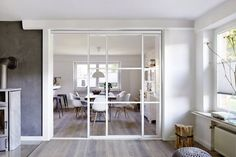 You also need these 10 ingenious sliding doors for the kitchen! - Room divider kitchen living room: kitchen by Elfa Deutschland GmbH Best Picture For furniture vict - Room Divider Doors, Divider Design, Home Salon, Interior Barn Doors, Living Room Kitchen, Kitchen Interior, Home Accents, Great Rooms, Home Accessories