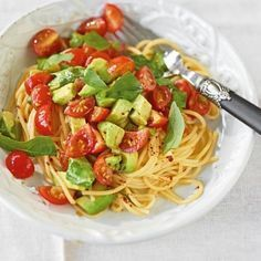 Avocado-Tomaten-Nudeln: Avocado schmeckt auch warm hervorragend und mit Tomaten … Avocado and Tomato Pasta: Avocado tastes great too, with tomatoes and spaghetti together anyway. Noodle Recipes, Pizza Recipes, Vegetarian Recipes, Cooking Recipes, Healthy Recipes, Grilled Recipes, Recipes Dinner, Easy Recipes, Quinoa