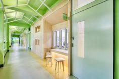 교실 리모델링 사례 (1) : 서울 동답초등학교 19세기 교실에서 20세기 선생님이 21세기 아이들을 가르친다... Stairs, Classroom, School, Interior, Furniture, Home Decor, Class Room, Stairway, Decoration Home