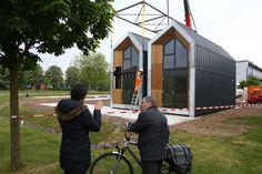 Vandaag en morgen worden de eerste tien Heijmans ONE woningen geplaatst in Weert. Voor woningcorporatie Wonen Limburg worden de komende tijd in totaal dertig Heijmans ...