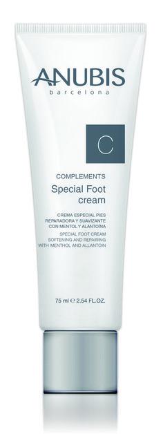 ESPECIAL FEET CREAM Crema especial de pies reparadora y calmante Crema refrescante, calmante y tonificante. Mejora la circulación y alivia los pies cansados. Promueve los procesos de regeneración de la piel e hidrata de forma instantánea.