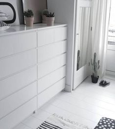 Trendy walk in closet ikea malm drawers Ideas Home Bedroom, Bedroom Decor, Ikea Bedroom Furniture, Bedrooms, Ikea Malm Drawers, Walk In Closet Ikea, Bed With Drawers, Home And Deco, Minimalist Bedroom