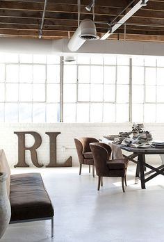 Drooling over this loft studio space of Rob Brinson and Jill Sharp Brinson. Design Studio, Deco Design, House Design, Loft Studio, Industrial Living, Industrial Interiors, Industrial Loft, Vintage Industrial, Loft Spaces