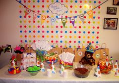Brown bear party table