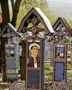 Discover The Merry Cemetery in Săpânța, Romania: A small town Romanian cemetery filled with darkly humorous gravestones. Art Sites, Graveyards, Outsider Art, Cover Photos, Cemetery, Mosaics, Folk Art, Globe, Places To Visit