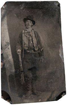 7 / Inconnu, portrait de Billy the Kid (1879–80) $2,300,000. Seule image existante du célèbre hors-la-loi américain, imprimée sur une plaque de métal.