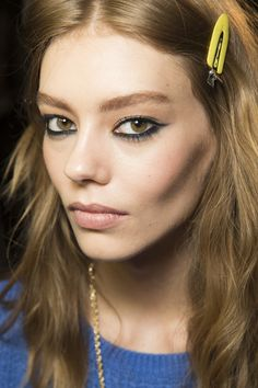 See beauty photos for Versace Fall 2016 Ready-to-Wear collection.