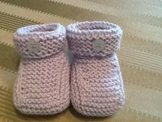 Sorry, This Video does not exist Booties Crochet, Crochet Shoes, Bebe Baby, Baby Boy, Crochet Baby, Knit Crochet, Baby Booties Free Pattern, Baby Pullover, Baby Slippers