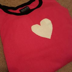 Hot Pink heart sweater. Hot Pink cotton blend sweater.  1X. Jones New York. Sorry the pics are terrible. This is a very nice pink. Jones New York Sweaters Crew & Scoop Necks