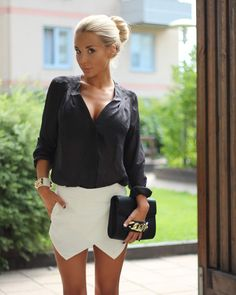 The shorts are also paired w/a blk lacetop......