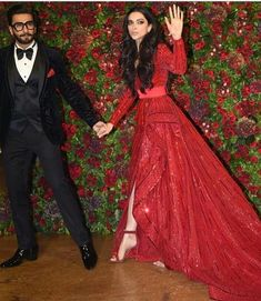 Deepika Padukone And Ranveer Singh Dazzle At Their Last But One Reception Party For The Film Fraternity - HungryBoo Bollywood Couples, Bollywood Wedding, Bollywood Stars, Bollywood Celebrities, Bollywood Fashion, Bollywood Jewelry, Celebrities Fashion, Celebs, Indian Party Wear