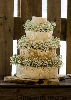 An alternative from the traditional #wedding #cake. We love these not so 'cheesy' options, which look beautiful decorated with fresh flowers. Especially the Emma Cheese Cake.