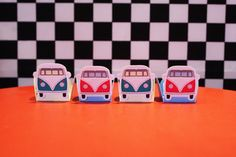 Forminha para Doces Kombi Vintage Carros Vintage, Cube, Toys, Carport Garage, Ideas Party, Toddler Girls, Beetle Car, Puppies, Activity Toys