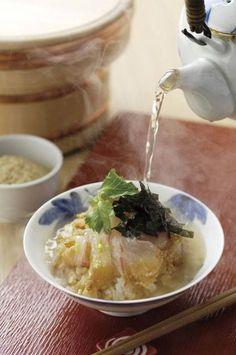 京都の嵐山にある「☆鯛匠HANANA (たいしょうはなな)」はランチには行列ができる人気店。テレビで紹介されることもあり、鯛茶漬け御膳は観光客にも大人気だそうです。世界遺産の天龍寺、竹林の小道などにも近いのが嬉しいですね♪
