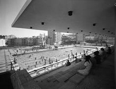 Piscinas em Lisboa: antigamente era assim -  Além de servir a população local, a Piscina Municipal dos Olivais, inaugurada em 1967, foi a primeira a surgir em Lisboa com as medidas olímpicas, 50 metros de comprimento por 25 de largura.