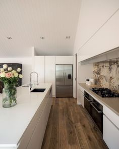 In keeping with the underlying modern classic theme, natural materials such as the French oak flooring and stone tile splashback provide an organic element.