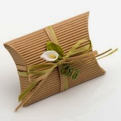 Add an elegant touch to your rustic style wedding with the Small Corrugated Kraft Pillow Boxes. Each box is made from a cool, corrugated card material and will complement any colour scheme. Decorate with raffia ribbon and embellishments for a unique look. Wedding Cake Boxes, Wedding Party Favors, Diy Wedding, Rustic Wedding, Wedding Gifts, Wedding Weekend, Small Gift Boxes, Small Gifts, Pillow Box