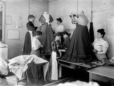 Worth - Ateliers - Le Drapage du Corsage - 1907