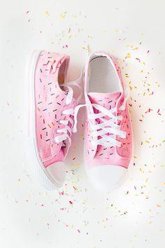 Bespoke Bride's Handmade Confetti Shoes are Festive and Fun #diy trendhunter.com