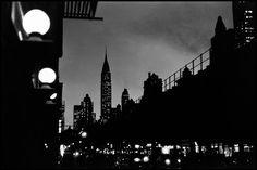 USA. New York City. 1955. Evening scene with the Chrysler Building - Elliott Erwitt