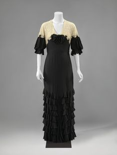 ab. 1935-1939 Evening gown of black crepe georgette and natural-colored machine lace, decorated with wrinkled strips of crepe georgette, anonymous (Rijksmuseum)