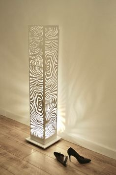 Modern and geometric statue floor lamp with soft pattern that reflects all around.Heavy solid steel construction powder coated in white. Cool Lamps, Unique Lamps, Lampe Metal, Modern Floor Lamps, Diy Floor Lamp, Floor Lamp Shades, White Floor Lamp, Large Lamps, Retro Lamp