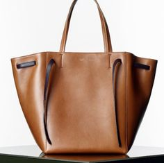 CELINE / Shop the latest collections on the official online store : handbags, small leather goods, jewellery and sunglasses. Fashion Handbags, Tote Handbags, Fashion Bags, Cheap Michael Kors, Handbags Michael Kors, Zapatos Shoes, Celine Bag, Benetton, Looks Style