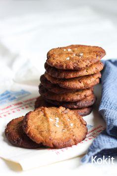 Maapähkinävoi-suklaakeksit | Kokit ja Potit -ruokablogi No Bake Cookies, Baking Cookies, Something Sweet, Scones, Pancakes, Muffins, Tasty, Chocolate, Breakfast