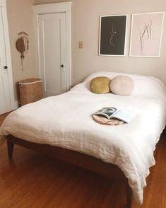Suitable best minimalist bedroom design to inspire you Minimalist Bedroom, Minimalist House, Minimalist Interior, Minimalist Style, Home Decor Bedroom, Interior Livingroom, Bedroom Inspo, Kids Bedroom, Bedroom Ideas