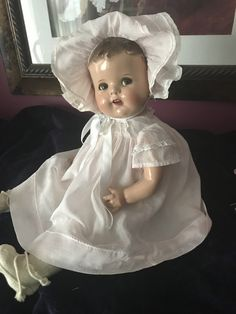 Unmarked Flirty-Eyed Composition Baby Doll all original Big Baby Dolls, Little Girl Toys, Toys For Girls, Old Dolls, Antique Dolls, Ann Doll, Bitty Baby, Retro Toys, Vintage Paper Dolls