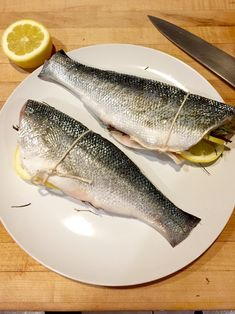 Mediterranean easy recipe how to roast whole Branzino (or any firm sea fish such as Sea Bass, Sea Bream and so on) with olive oil, lemon, rosemary, and thyme. Clam Recipes, Fish Recipes, Seafood Recipes, Seafood Dinner, Fish And Seafood, Bronzino Fish Recipe, Cod Recipe Lemon, Just Cooking, Recipes
