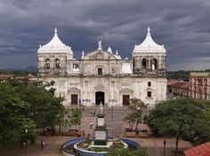 Leon, Nicaragua hosts the Central America's largest Catholic Cathedral. Places Ive Been, Places To Go, Granada Spain, Beautiful Buildings, Central America, Castles, Colonial, Catholic, Cathedral