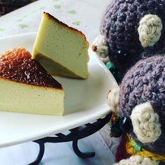 抹茶ラテチーズケーキ 美味しく焼けてました  #amigurumi #bear #food #cake #toaster #cooking #cheesecake by chashikuro