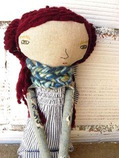 Muñeca María en lino y algodón con pelo largo rizado. 48 cm de AntonAntonThings…
